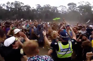 dancing-cop-gets-low-at-music-festival